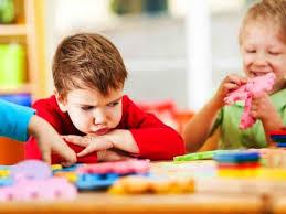 پاورپوینت توصیه هایی به والدینی که کودک شان بهانه جوست